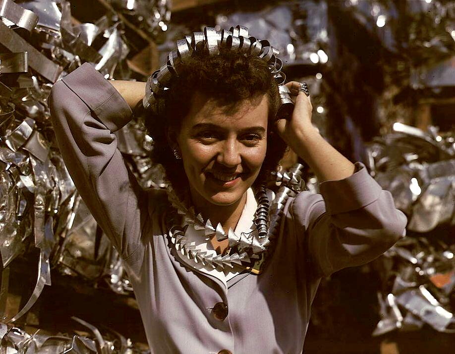 Annette del Sur publicizing salvage campaign, 1942. Taken from Wikipedia.com.